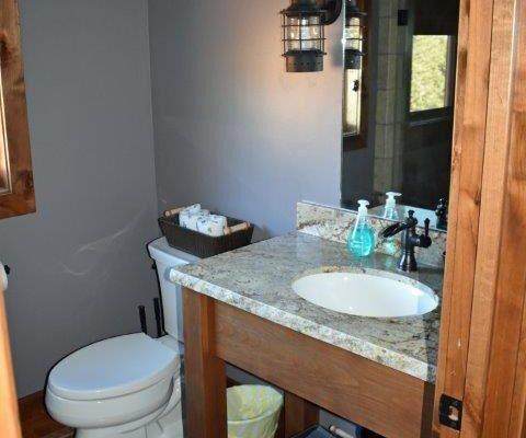Retreat bathroom (1)